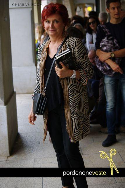 Fringe super chic Guardando l'outfit di questa signora capirete che una scala da 1 a 10 non è sufficiente
