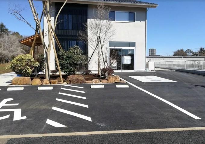 戸神ベーカリーさんの店前駐車場。
