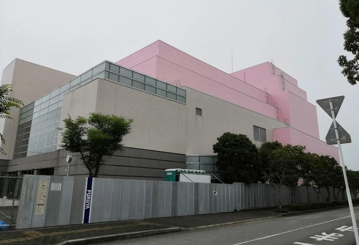 工期が延期された印西文化ホールと大森図書館の様子。01