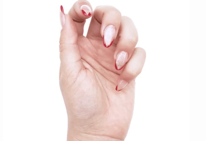 Decoración De Uñas Con Esmalte Rojo Chibichai