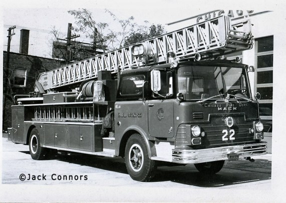 Chicago Fire Department 1968 Mack CF Pirsch aerial ladder Chicago Truck 22