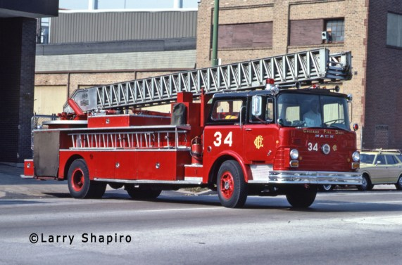 Chicago Fire Department 1968 Mack CF Pirsch aerial ladder Chicago Truck 34