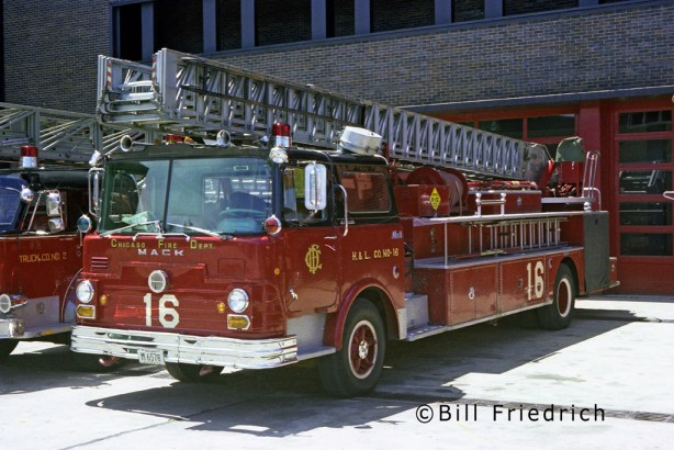 Chicago Fire Department 1968 Mack CF Pirsch aerial ladder Chicago Truck 16