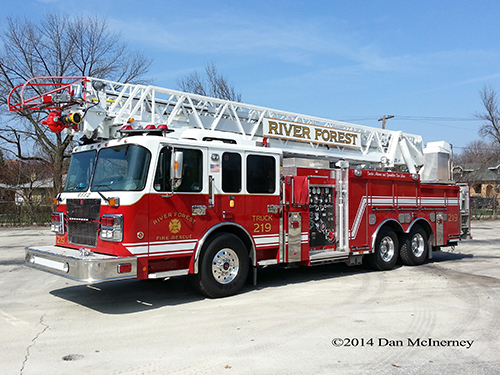 Smeal Sirius quint fire truck