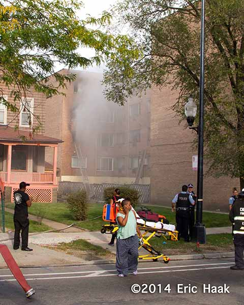 scene of apartment building fire in Chicago