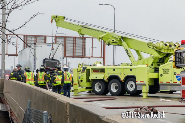 IDOT Minute Man heavy wrecker at work