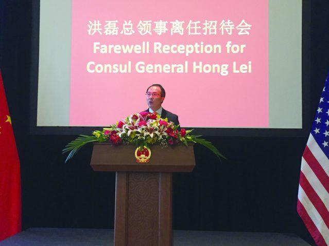 照片一:洪磊總領事回顧兩年來的工作情況