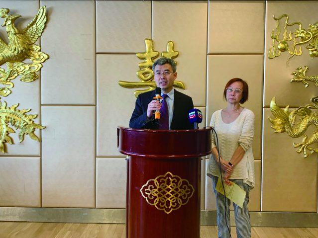 照片三:中國駐芝加哥總領事館趙建總領事致辭