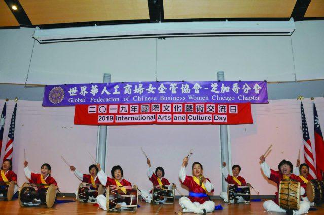 氣勢磅礴、震天撼地,讓全場沸騰的韓國傳統打擊樂團表演的《鼓陣》