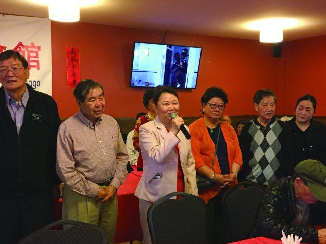 照片一:中華會館主席黃於紋祝福母親們節日快樂