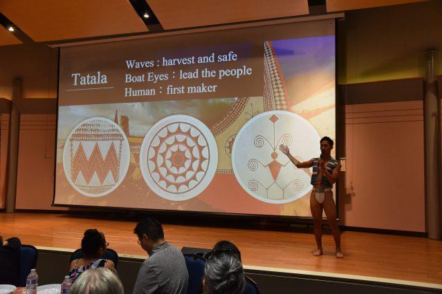 來自蘭嶼達悟族的王浩,用流利的英文向全場嘉賓介紹達悟族的大船文化