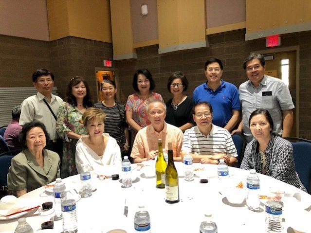 參加「台灣珍寶美食」晚宴的僑界代表及好朋友們合影