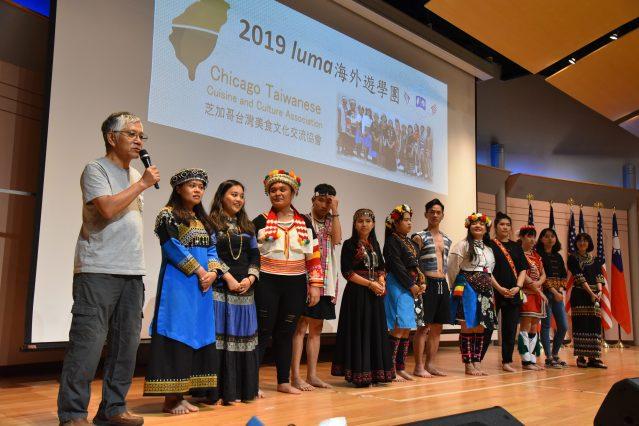台灣原聲教育協會LUMA領隊車和道(左一)應邀致詞