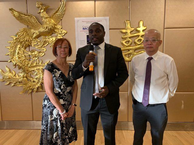 照片一:第10區候選人梅雅感謝華人社區對他的支持和幫助