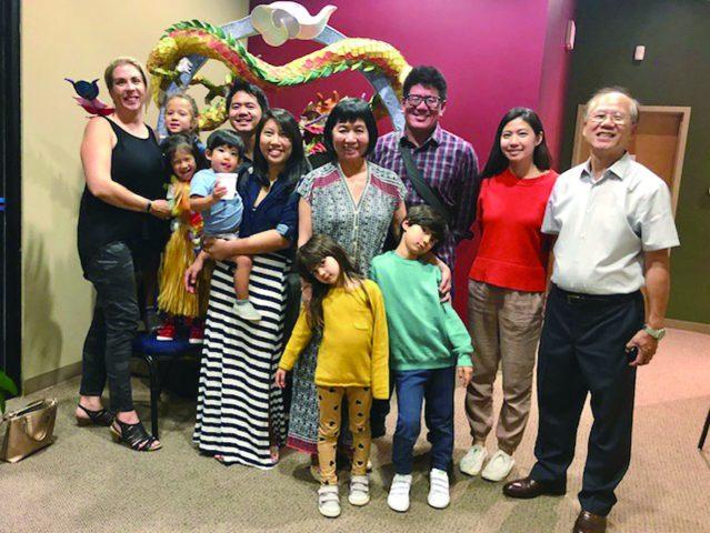 前UNITY總幹事張茂敏和盧明達闔家歡樂的三代同堂