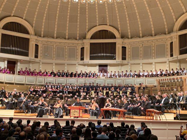 照片五:《北京喜訊到邊寨》正式拉開音樂會序幕