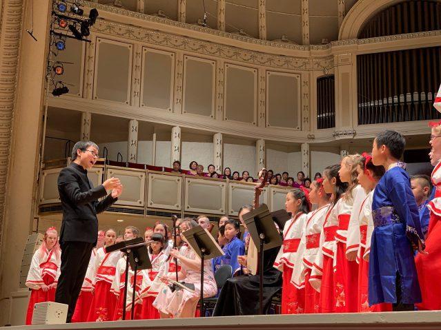 照片六:兒童合唱《春曉》和《共同的心聲》融化了大家的心