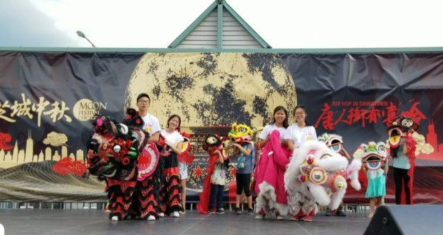 照片十四:芝加哥中文學校帶來兒童舞獅表演
