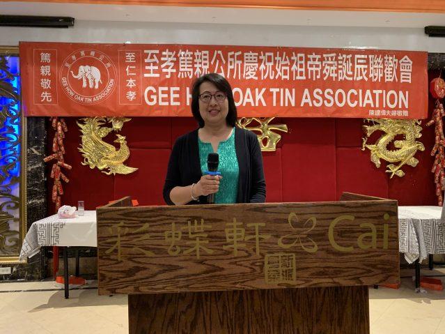 照片四:至孝篤親公所主席陳莉莉致答謝詞