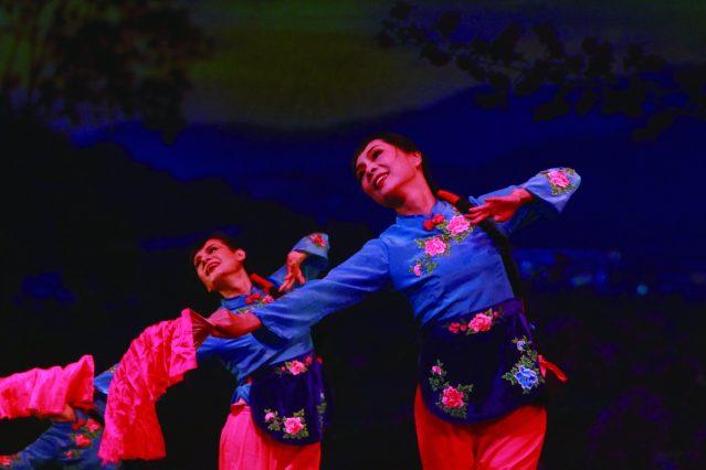 10.舞蹈《沂蒙情》,展現了女性對祖國和家鄉的熱愛