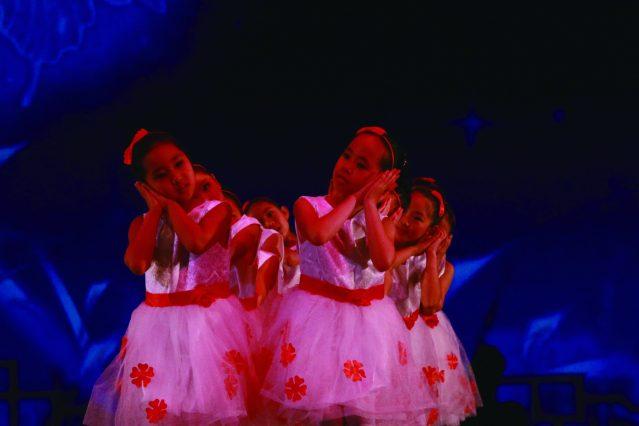 8.可愛兒童帶來詩與舞蹈《靜夜思》