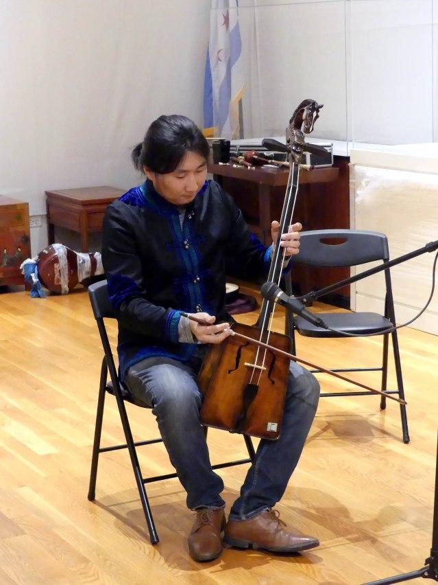 5.蒙古音樂家 Tamir Hargana以獨特低沉的嗓音演繹歌曲,贏得觀眾陣陣掌聲