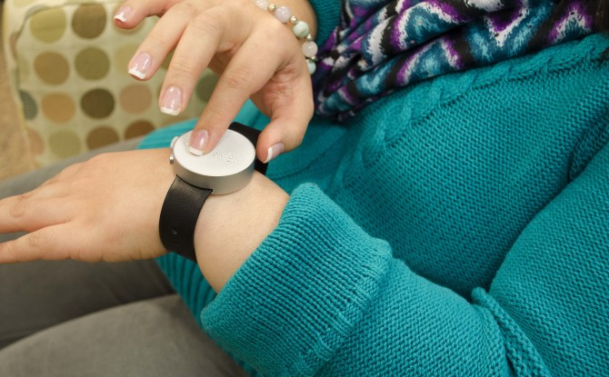 Review of The Dot, The World's First Braille Smartwatch