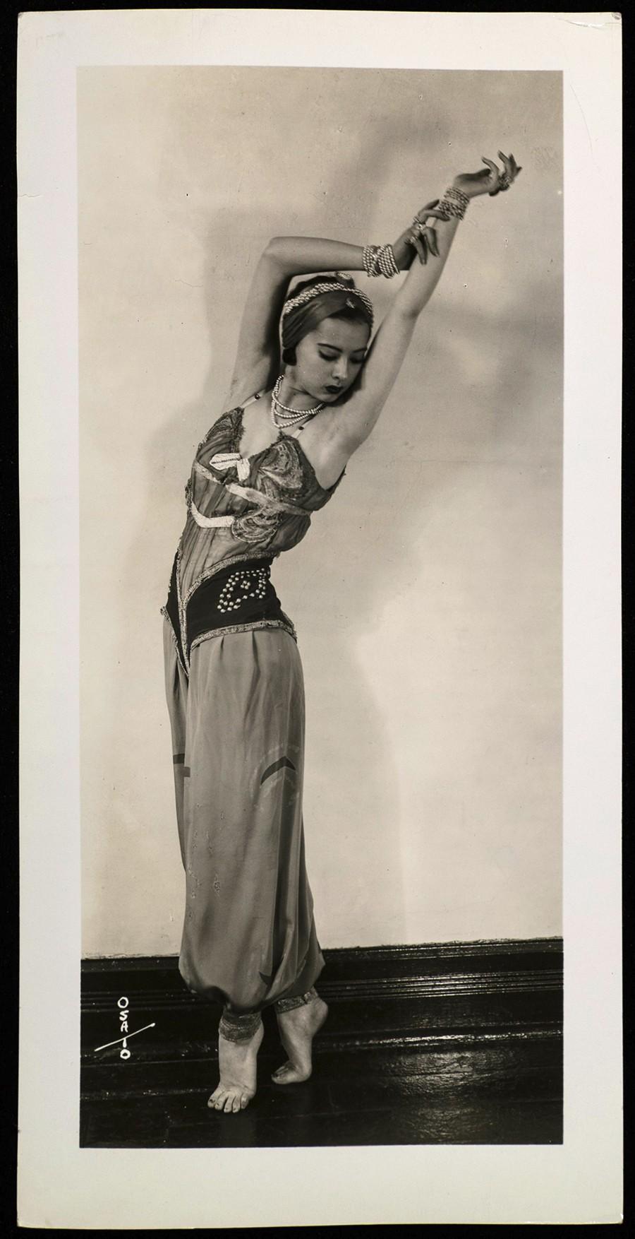 Sono Osato recreates her solo part as Scheherazade's chief concubine in in her father's Chicago photo studio.