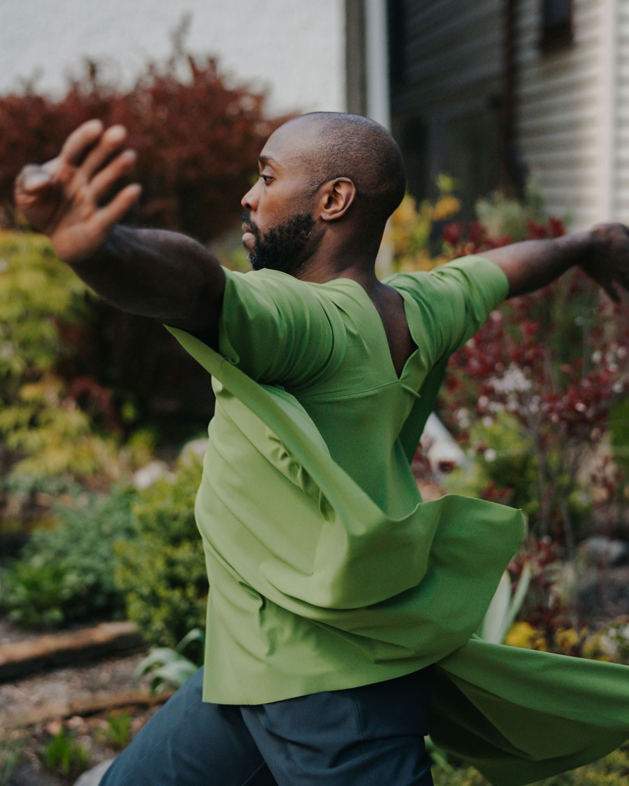 Damon Green performs <i>Sidewalk Dances</i> with the Seldoms.