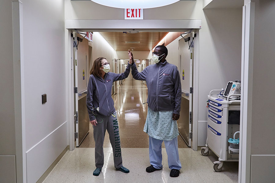 Sarah McPharlin and Daru Smith a few weeks after their triple transplant surgeries.