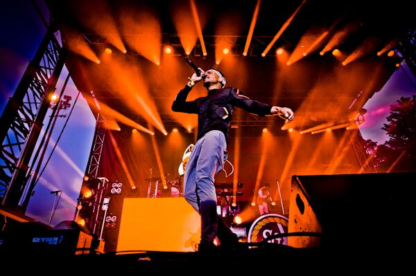 """Chance the Rapper's self-proclaimed """"historic"""" performance included Kirk Franklin and extremely orange lights."""