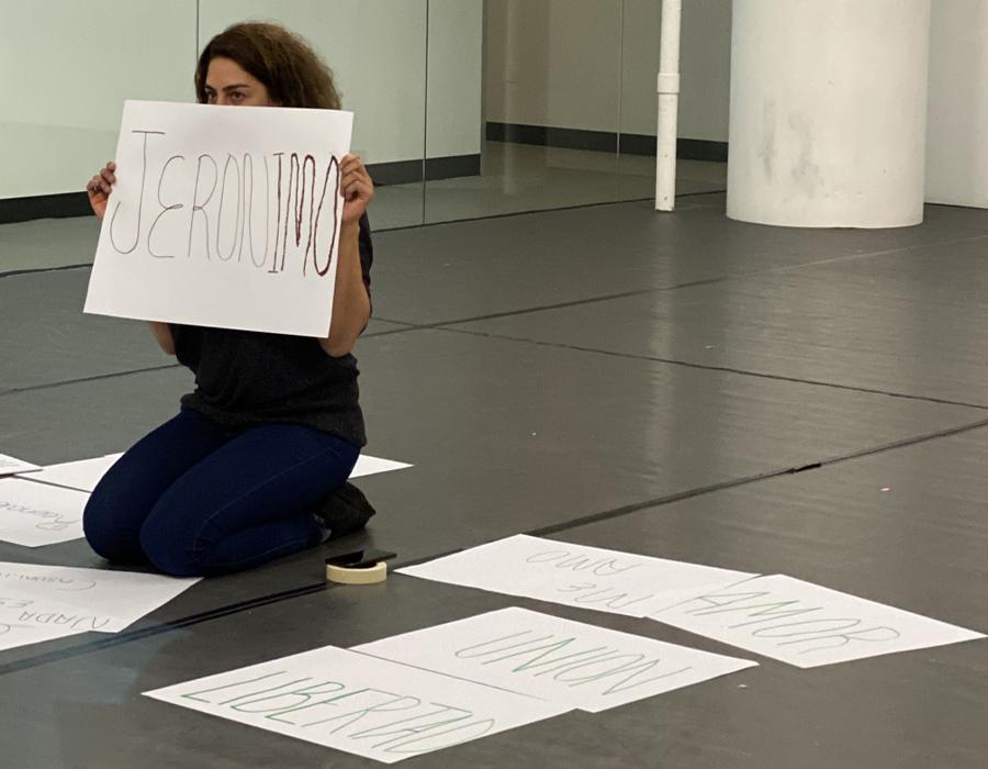 Tamara Cubas conducts a workshop for <i>Sculpting Silence/Womyn body (Esculpir el Silencio/Mujer cuerpo)</i>