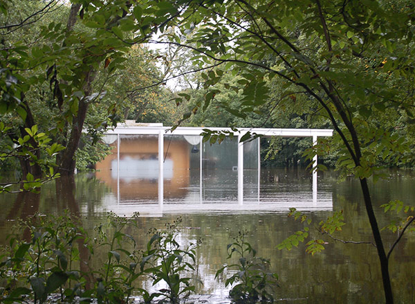 Farnsworth House during a flood in 2008