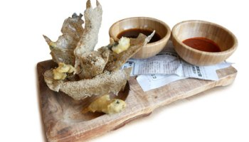 Deep-fried sea cucumber and chips