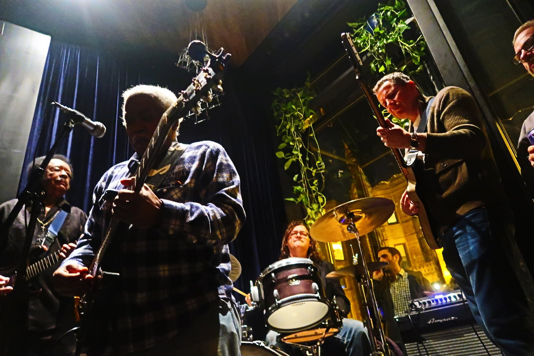 """Earlier this month, the Taylor Street Tap hosted Jimmy Johnson, Jimmy Burns, Greg """"Smokey"""" Campbell, and Guy King."""