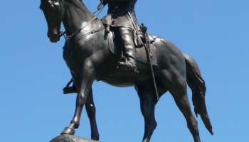 Statue of Robert E. Lee to make a point about Jesse Sullivan