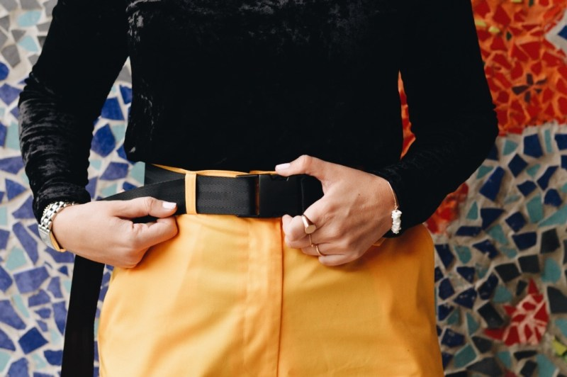 pantalons larges et nike cortez