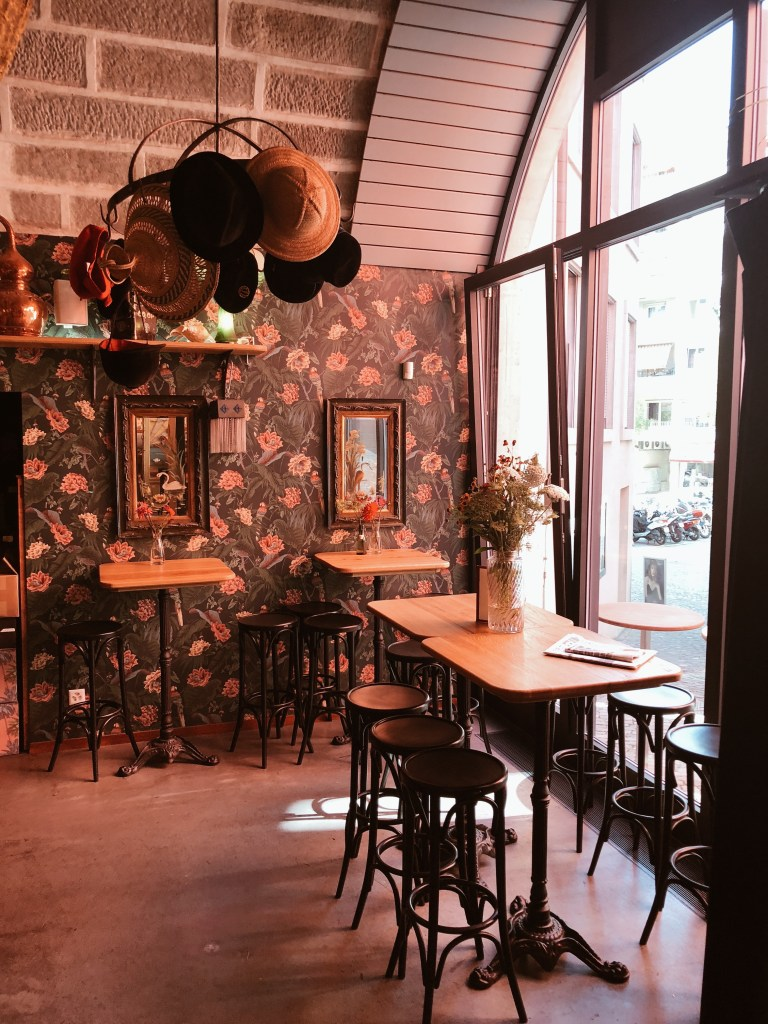 New bar in Lausanne, le Perroquet