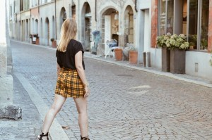 Look rock avec jupe à carreaux