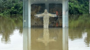 160518135629-sri-lanka-floods-4-super-169