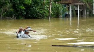 160518135653-sri-lanka-floods-5-super-169
