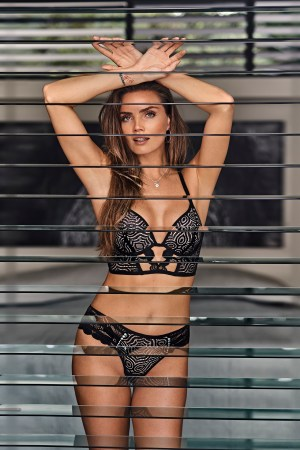 hunkemoller influencer lingerie swimwear chicas productions curacao 02