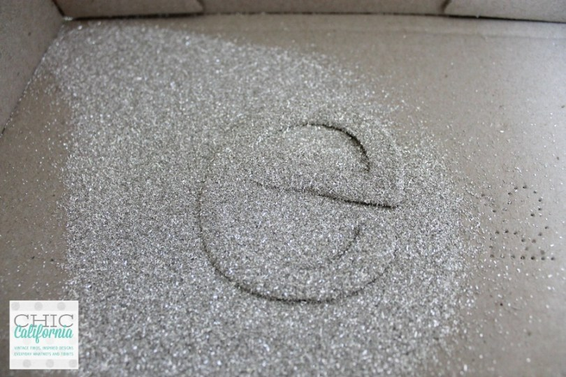 How to Glitter Letters, Great tutorial from Chic California
