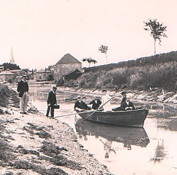 Rowing party on the Chichester Canal (1900)