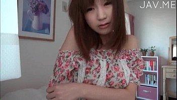 超可愛い娘が自分で服の上から乳首弄ったりするひとりエッチを自撮りで世界配信した謎