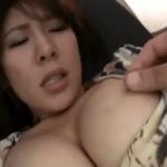 わりと可愛らしい巨乳人妻の乳首をイジイジコリコリレーロレロ