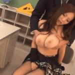 妖艶な英語教師の西條るり先生が職員室でスケベなハゲ教頭を誘惑して爆乳を揉ませる