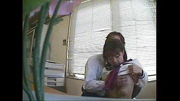 進路指導するフリして教え子JKのおっぱいにセクハラするバカ教師を隠し撮り