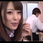 授業中なのに隣の席の可愛い制服痴女に手コキでシコシコされるオレ様