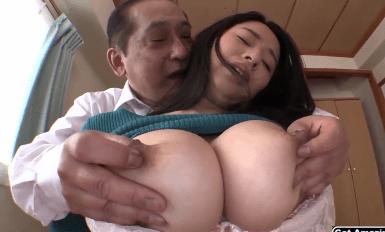 義父に揉み犯される爆乳若妻